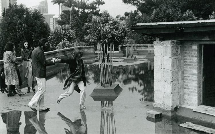 Construcción del edificio del Museo de Arte Moderno. En la imagen: Rodrigo Castaño y Gloria Zea, 1979. Foto: Óscar Monsalve