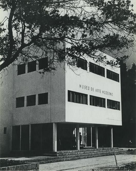 Fachada del Museo de Arte Moderno, sede Universidad Nacional de Colombia, 1965. Foto: Efraín García