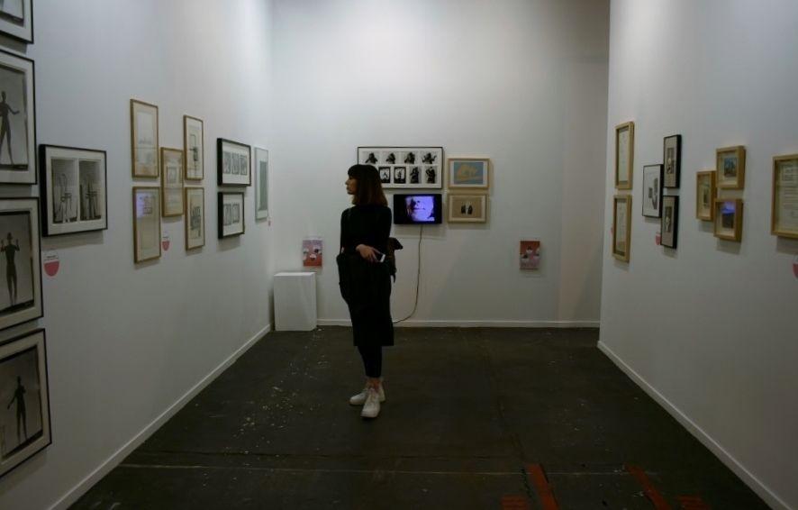 """Exposición """"Poética y Política. Estrategias artísticas en la neovanguardia húngara"""", en espaivisor, parte de los Proyectos Especiales, feria ARCOmadrid 2017. Foto: Alejandra Villasmil"""