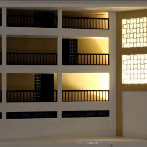 Vista de la exposición Habitabilidades modernas. Cinco conjuntos habitacionales de Valparaíso y Viña del Mar, de Leonardo Portus, en la Sala de Artes Visuales del Parque Cultural de Valparaíso, 2017. Foto cortesía del artista