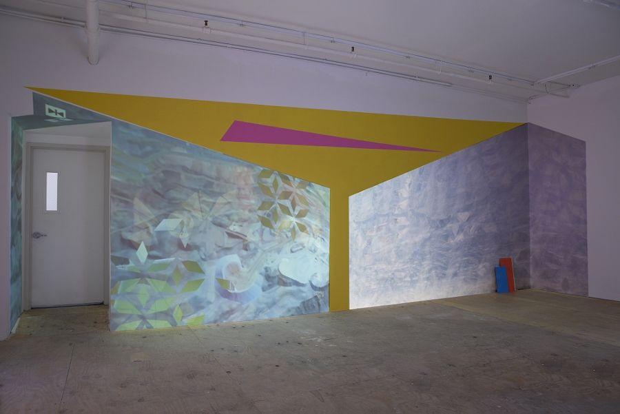 Monika Bravo. Tesserae 06, 07, 2017, reproductor de medios, proyector, tarjeta SD, 1:37 min. Cortesía: Johannes Vogt Gallery, Nueva York