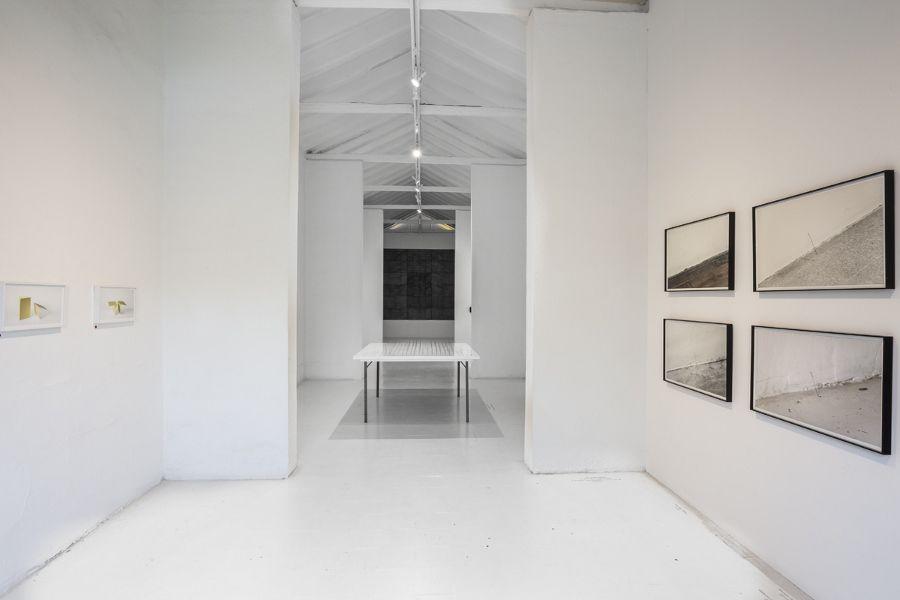 """Exposición César del Valle """"Anti dibujos"""" 2016. Foto: Carlos Tobón. Cortesía galería de La Oficina"""