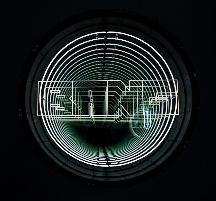 """Vista de la exposición """"Fanfare"""", de Iván Navarro, en la galería Daniel Templon, París, 2017. Foto: Mariella Sola"""