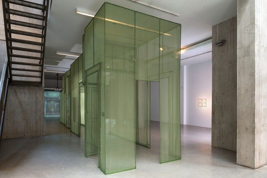 Wielandstr. 18, 12159, Berlín, de Do-Ho Suh. Tela de poliéster, 2011. Vista de la exposición en NC-arte, Bogotá, 2016. Foto: Oscar Monsalve
