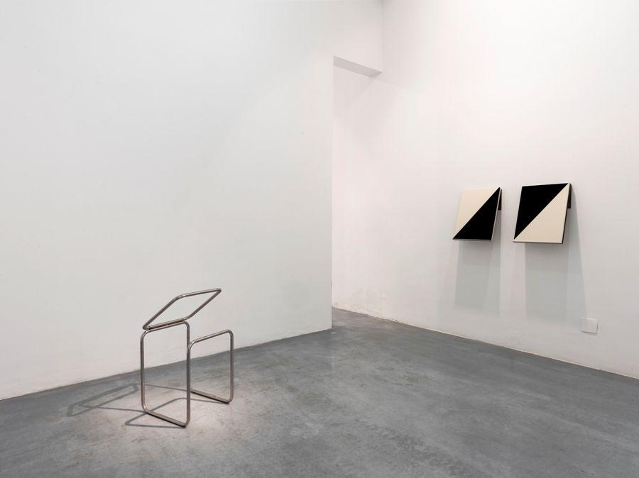Vista de instalación de la exposición forget me (not), 2017, de Fernanda Fragateiro, en Galería Elba Benítez, Madrid. Foto: Luis Asín. Cortesía de la artista y Galería Elba Benítez, Madrid