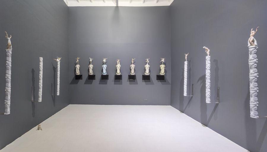 """Exposición de Jorge Julián Aristizábal """"Tunjos y Porcelanas"""", 2016. Foto: Carlos Tobón. Cortesía galería de La Oficina"""