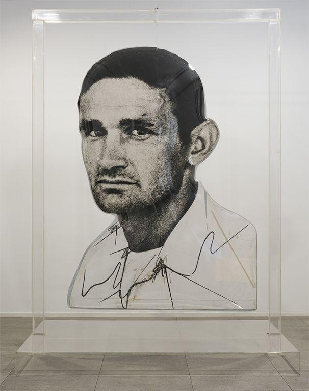 Darío Villalba, Jones, 1974, construcción tridimensional (óleo, emulsión fotográfica, aluminio y metacrilato, 261 x 190 x 145 cm. Foto: Santi Periel