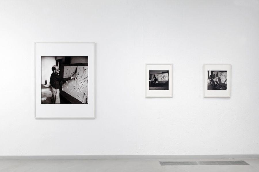 John Cox, Gustav Metzger ensaya una manifestación de arte autodestructivo con ácido sobre nailon, 2017. Copia fotográfica en blanco y negro. NG Prints