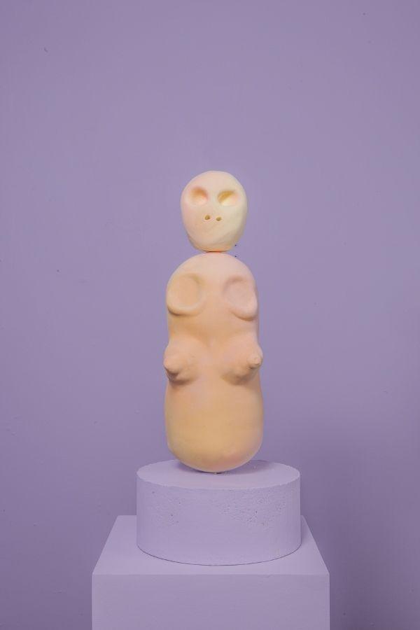 Cristina Tufiño, Souls, 2017, cerámica, acabado en frío. Cortesía: Galería Agustina Ferreyra, San Juan, Puerto Rico