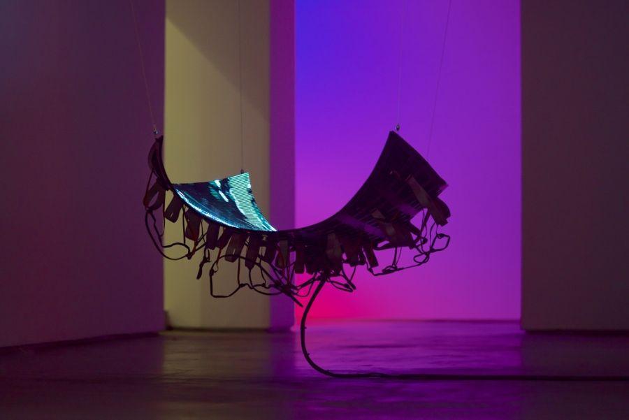 Daniel Canogar, Basin, 2017. Pantalla de LED's, componentes electrónicos, estructura metálica y ordenador, 96 x 145 x 32 cm. Ed. 3. Foto cortesía del artista