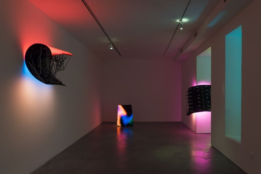 """Vista de la exposición """"Echo"""", de Daniel Canogar, en la galería Max Estrella, Madrid, 2017. Foto cortesía del artista"""