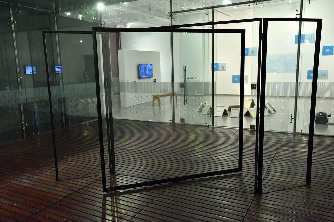 """Vista de la exposición #Atlas #3. Topografías de archipiélago"""", en la Cámara de Comercio de Bogotá, 2016. Curada por Claudia Segura. Foto: Agenciaenartes"""