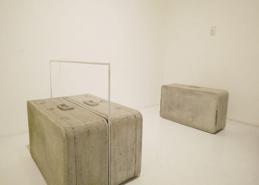 """Última exposición curada por Alberto Sierra en la galería de La Oficina. """"Cae la lluvia"""" de Luis Fernando Peláez. Fotografía: Erika Sosa"""