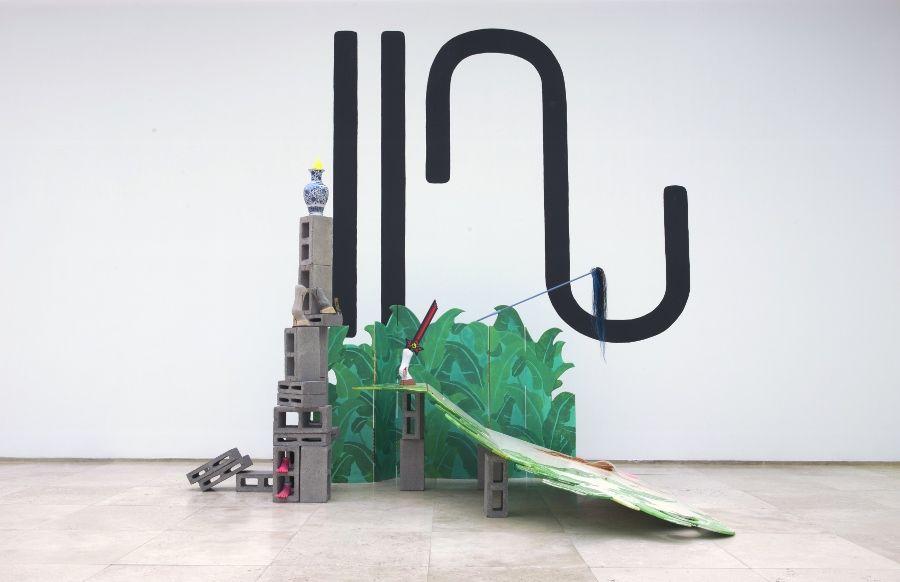 """Vista de la exposición """"Los ojos serán lo último en pixelearse"""", de Patricia Domínguez, en la Galería Patricia Ready, Santiago de Chile, 2017. Foto cortesía de la artista"""