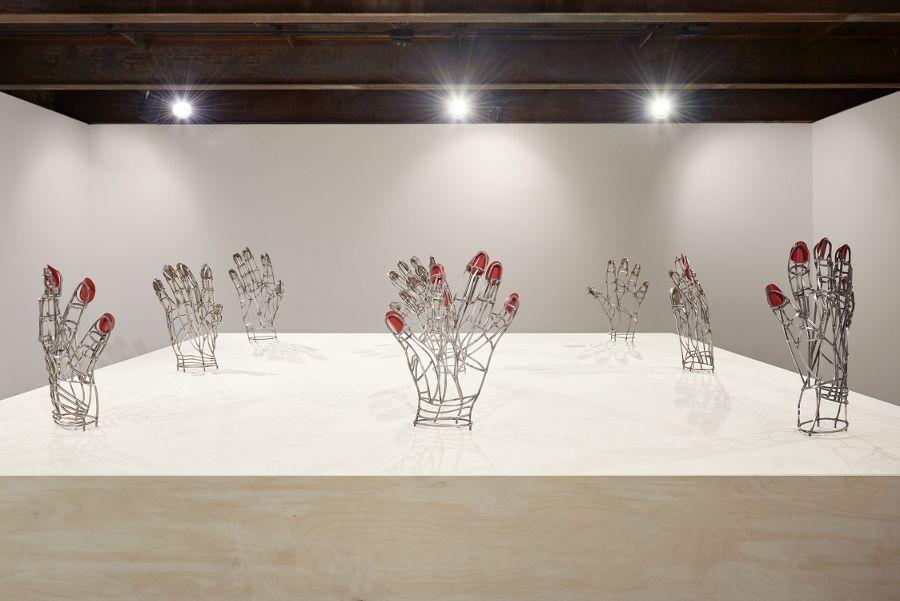 Teresa Burga, Mano mal dibujada No. 1 - 9, 2015-17, vista de instalación en el SculptureCenter, Nueva York, 2017. Acero, barniz, 42 x 36 x 8.5 cm c/u. Cortesía de la artista y Galerie Barbara Thumm, Berlín. Foto: Kyle Knodell