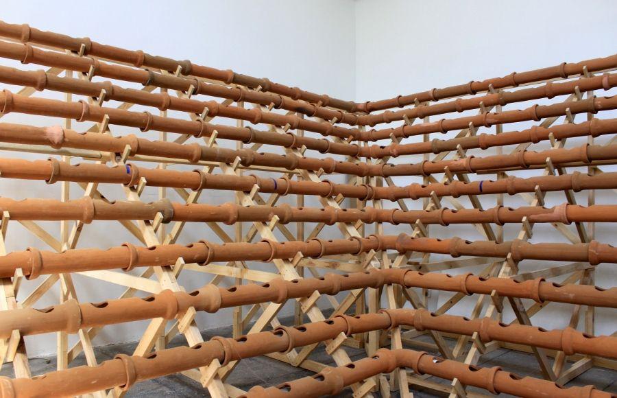 "Vista de la exposición ""Insurgencias Botánicas: Phaseolus Lunatus"", de Ximena Garrido-Lecca, en la Sala de Arte Público Siqueiros, Ciudad de México, 2017. Cortesía: SAPS"