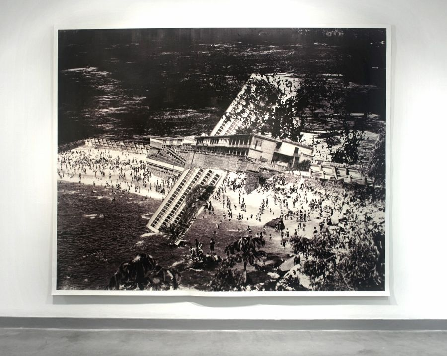 Nicole Franchy, Black Wasser II. Collage, impresión digital sobre lienzo, 260 cm x 220 cm, 2015. Foto: Per Tomas Kjaervik