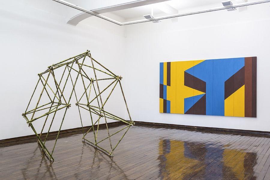 """Vista de la exposición """"Acción Monumenta"""", del Colectivo de Arte MICH, en galería Macchina, Santiago de Chile, 2017. Foto: Benjamín Matte"""