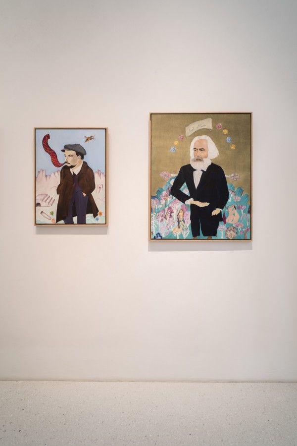 Cecilia Vicuña, Lenin y Marx, vista de las obras en Neue Galerie, Kassel, documenta 14. Foto: Mathias Völzke