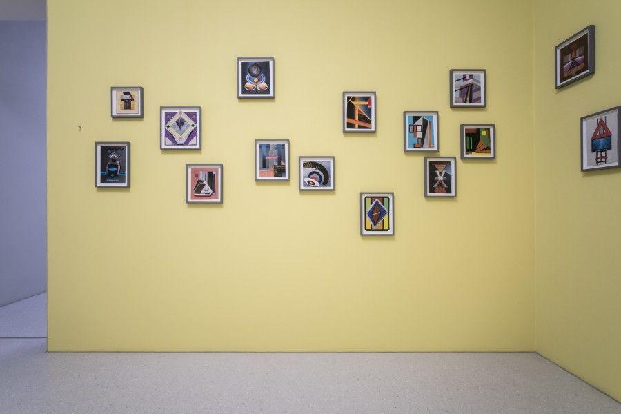 Elisabeth Wild, Fantasías, 2016–2017, collages. Vista de instalación en la Neue Galerie, Kassel, documenta 14. Foto: Mathias Völzke