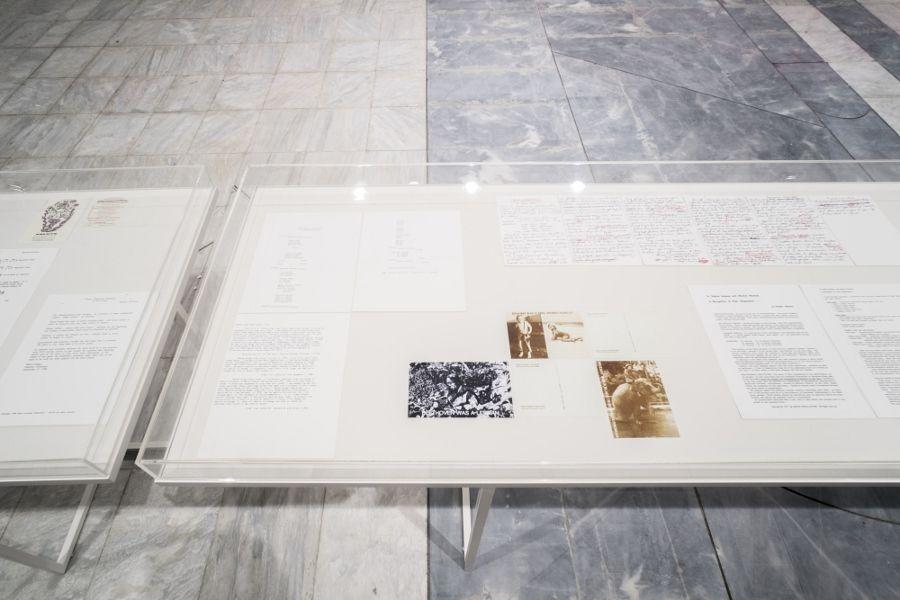 Guillermo Galindo, vista de la instalación en el Conservatorio de Atenas, Documenta 14. Foto: Mathias Völzke