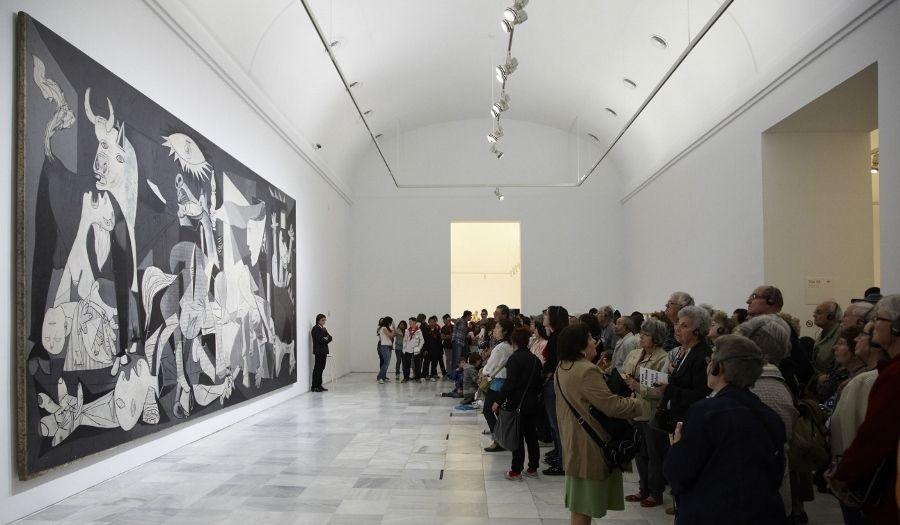 """El """"Guernica"""" de Picasso en la Sala 206, Edificio Sabatini, del Museo Reina Sofía. Foto: Joaquín Cortés/Román Lores. Cortesía: MNCARS"""