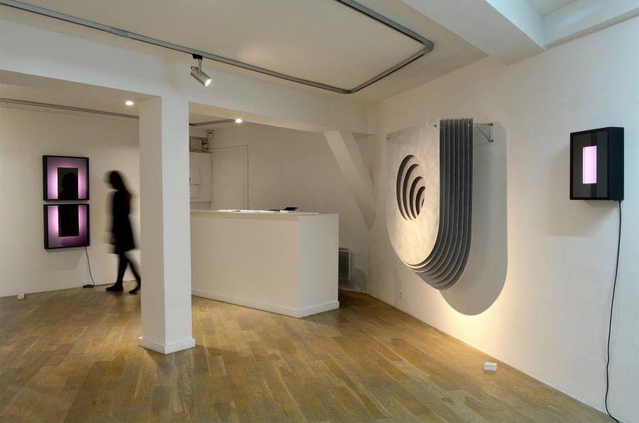 "3. Exposición ""Tout ce qui est droit ment"" Javier Toro Blum/Benjamín Ossa Cortesía: Galería Sobering, Francia, París."
