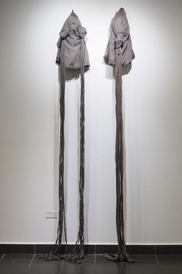"""Patricia Belli, Máscara Ojos, Máscara Boca, 2004. Vista de la exposición """"Equilibrio y Colapso"""" en el Centro Arte de la Fundación Ortiz-Gurdián, Managua, 2017. Cortesía: Centro Arte de la Fundación Ortiz-Gurdián"""
