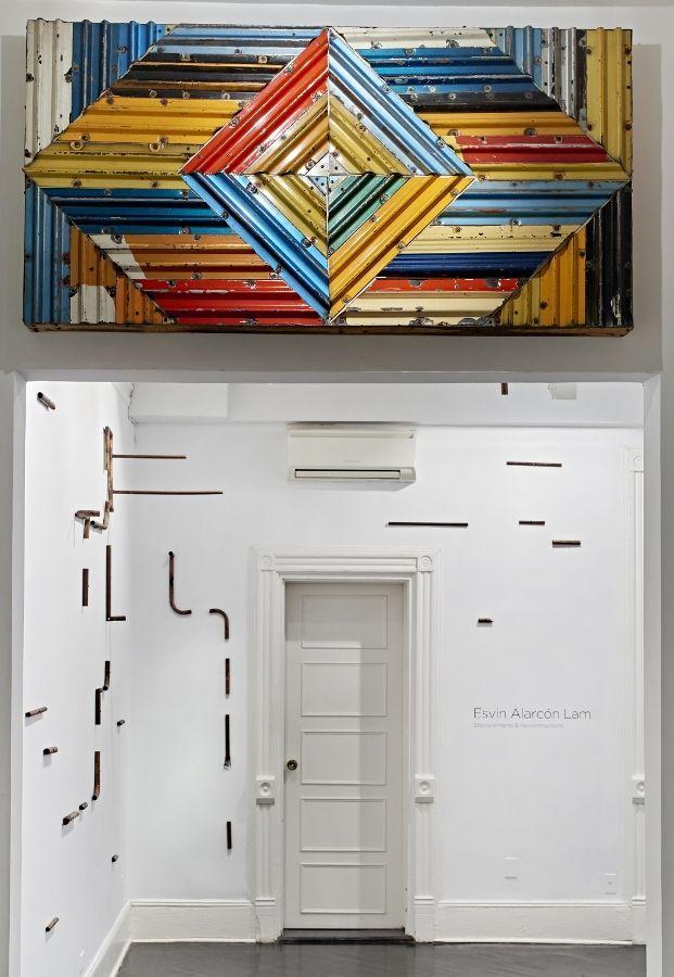 Esvin Alarcón Lam: Displacements & Reconstructions. Vista de la exposición en Henrique Faria Fine Art, Nueva York, 2017. Foto cortesía de la galería