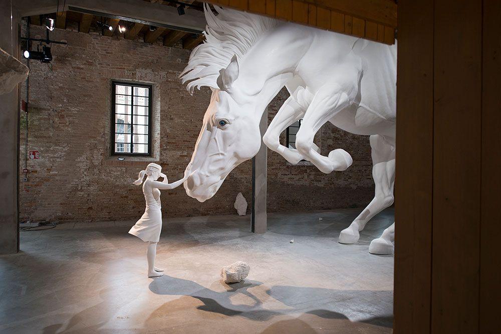 Claudia Fontes, o problema do cavalo.  Argentina pavilhão na 57ª Bienal de Veneza de 2017. Cortesia: Pavilhão argentino