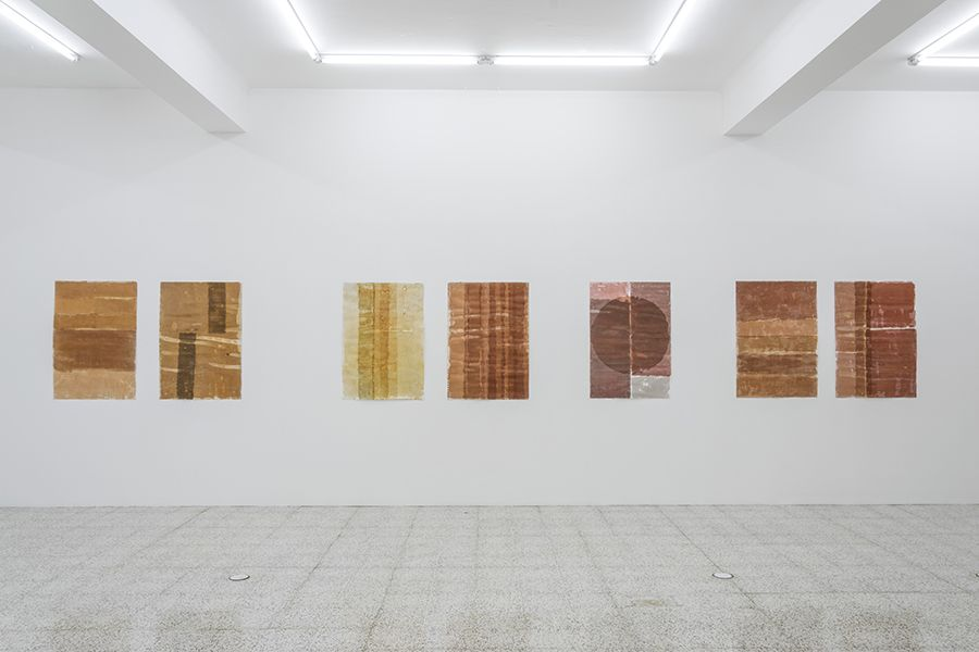 Vista de la exposición Distorsiones e Imperfecciones de Sandra Monterroso en The 9.99 Gallery, Ciudad de Guatemala. Foto: cortesía de la galería.