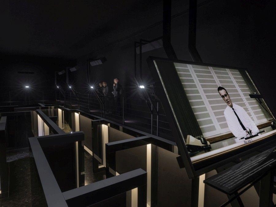 George Drivas, Laboratório de dilemas, instalação de vídeo.  Foto cortesia: Bandeira de Greece