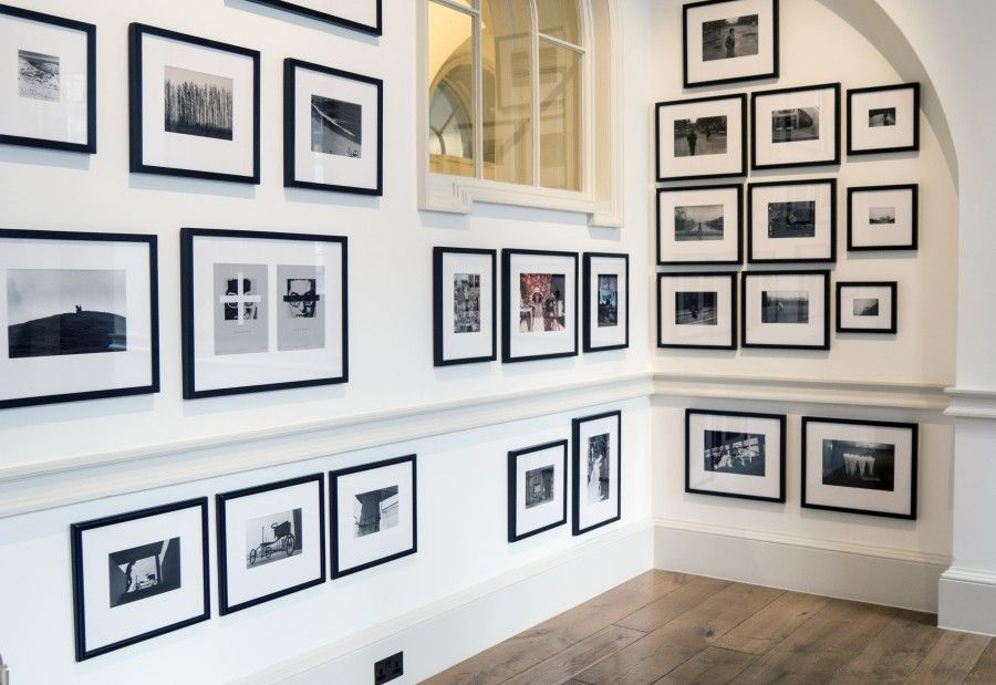 Vista de la exposición en stand de CFLART/EKHO en PhotoLondon 2017. Foto: Mariella Sola.
