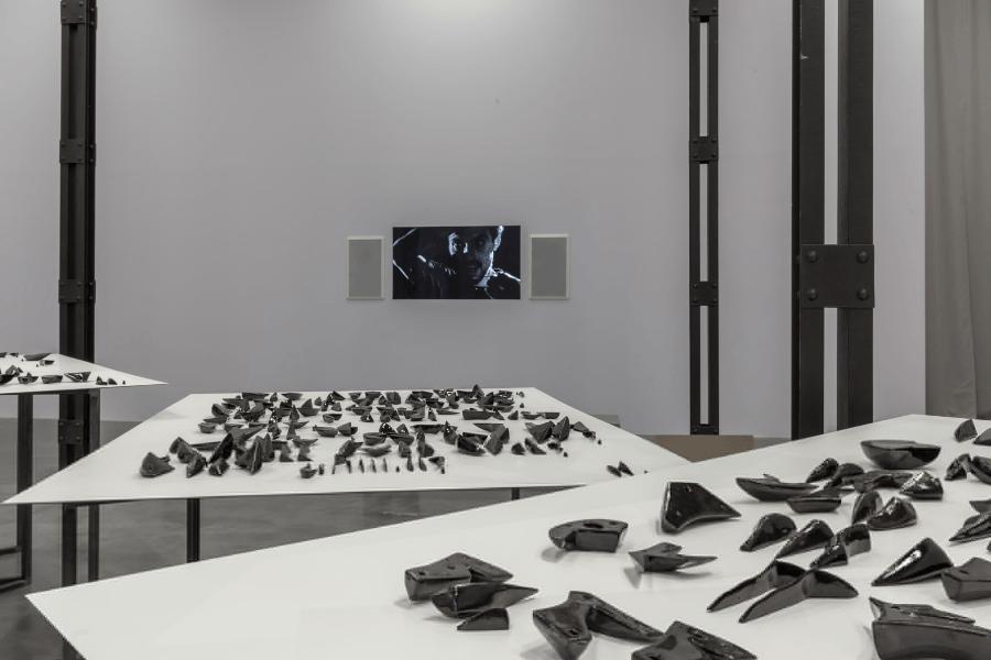 Visão da vida nas dobras de Carlos Amorales.  México pavilhão na 57ª Bienal de Veneza de 2017. Cortesia: Bandeira mexicana