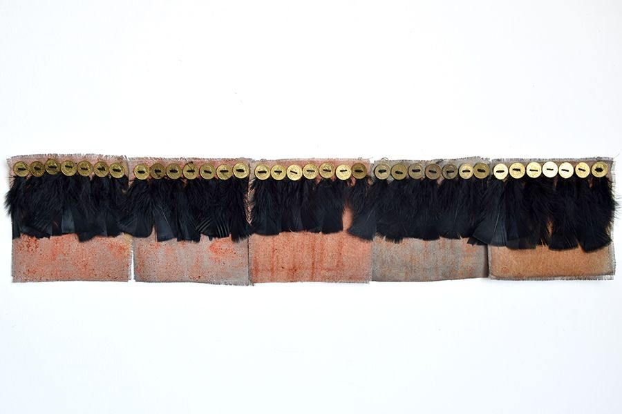 La Otra Línea Histórica, Cara o Cruz (2017) de Sandra Monterroso, en Distorsiones e Imperfecciones en The 9.99 Gallery, Ciudad de Guatemala. Foto: cortesía de la galería.