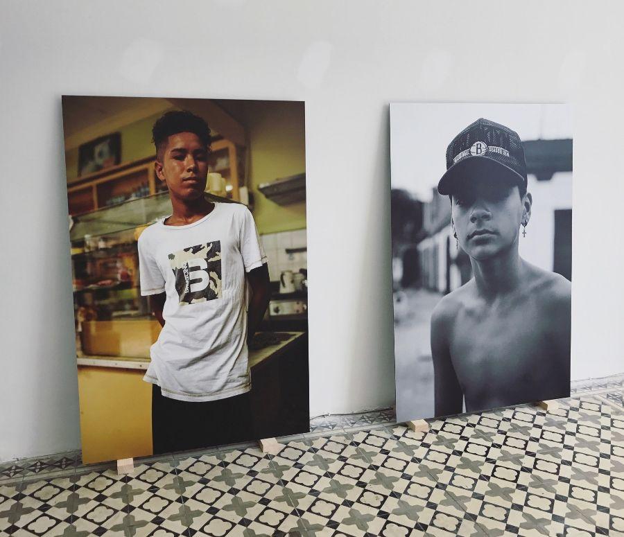 """Alexander Neumann. Vista de la exposición """"Tokio Ya No Nos Quiere"""", Tokio Galería, Callao, Perú, 2017. Foto cortesía de la galería"""