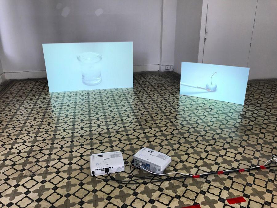 """Ramiro Quesada Pons. Vista de la exposición """"Tokio Ya No Nos Quiere"""", Tokio Galería, Callao, Perú, 2017. Foto cortesía de la galería"""