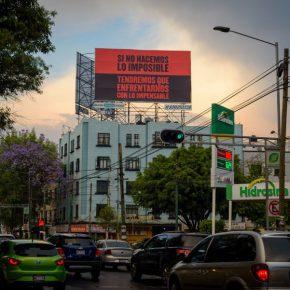 Vista de la instalación Paro general, de Minerva Cuevas, para el proyecto Sonora 128 de la galería kurimanzutto, Ciudad de México, 2017. Foto: PJ Rountree. Cortesía: kurimanzutto
