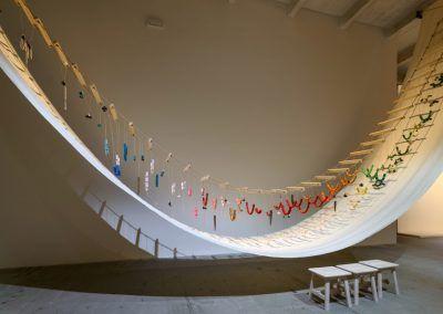 David Medalla, A Stitch In Time, 1968/2017. Vista de la obra en la Esposizione Internazionale d'Arte - La Biennale di Venezia, Viva Arte Viva. Foto: Andrea Avezzù. Cortesía: La Biennale di Venezia