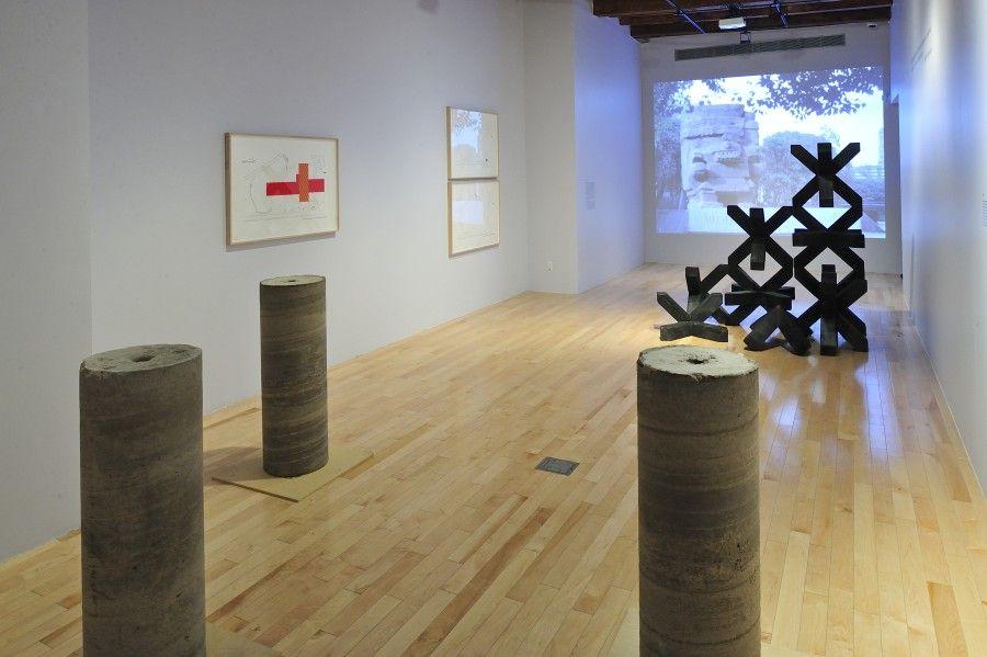 Vista de la exposición Tipología del estorbo del artista Eduardo Abaroa, en el Museo Amparo, Puebla, México. Foto: cortesía del museo.