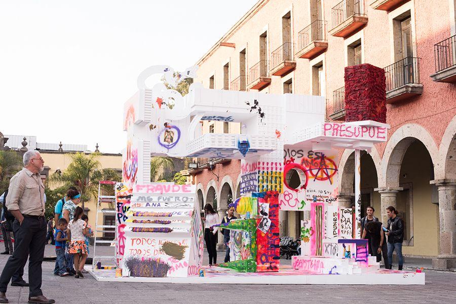Monumento vandalizable #6. Abstracción de poder (2017) de José Carlos Martinat. Parte de la exhibición Monumentos, anti-monumentos y nueva escultura pública en el Museo de Arte Zapopan, Guadalajara, México. Foto: cortesía del artista.