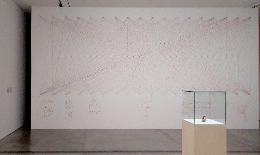 """François Bucher,""""La reconstrucción del templo (2017), y Etienne Chambaud, SET (2017). Foto: Úrsula Ochoa"""