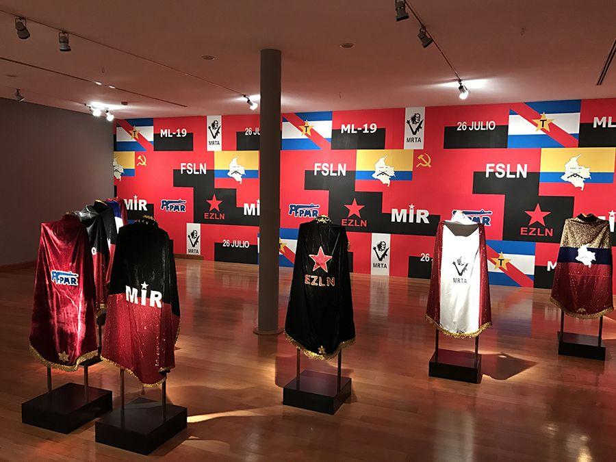 Instalación Caporales, parte de la exposición El Fantasma de la Utopía de Arturo Duclos en el Museo de Artes Visuales de Santiago, Chile. Foto: cortesía MAVI.