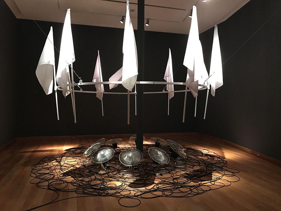 Instalación Machina Anemica, parte de la exposición El Fantasma de la Utopía de Arturo Duclos en el Museo de Artes Visuales de Santiago, Chile. Foto: cortesía MAVI.