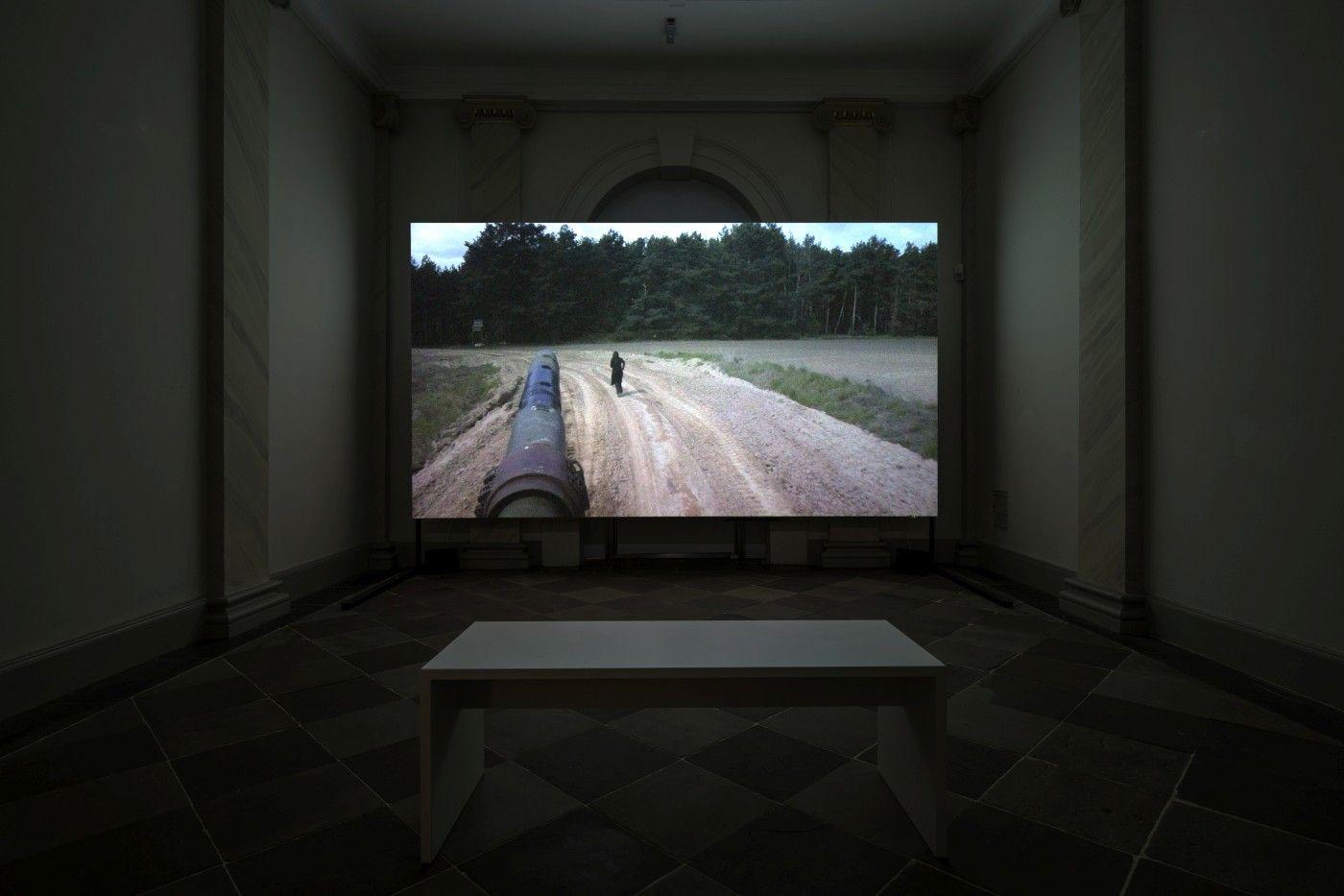 Regina José Galindo, La Sombra, 2017. Palais Bellevue, Kassel, 2017. Documenta 14. Foto: © Daniel Wimmer