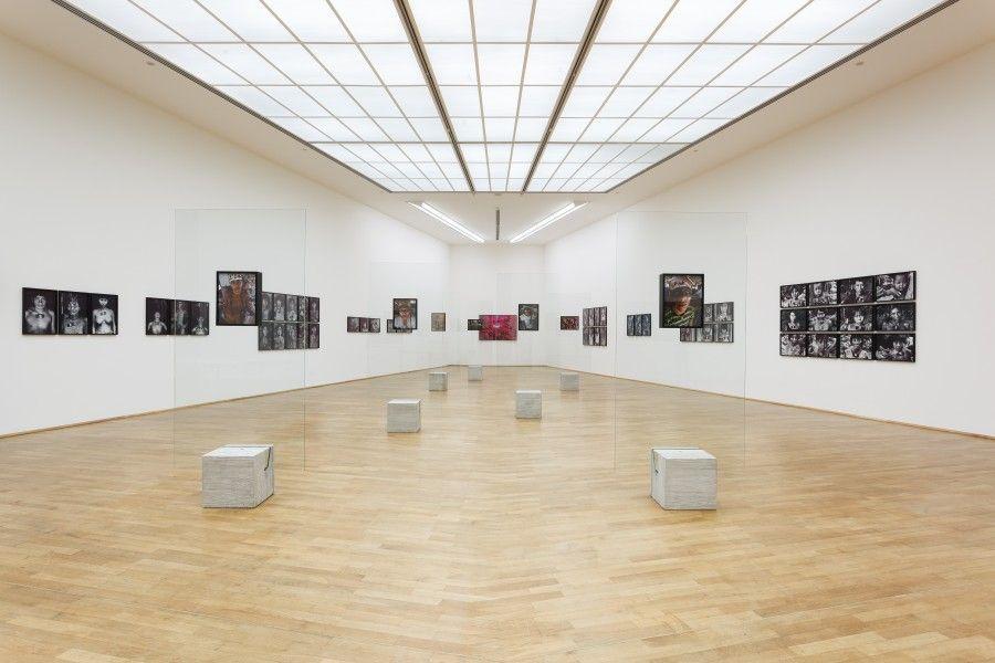 Claudia Andujar, vista de la exposición en el MMK Museum für Moderne Kunst, Frankfurt am Main, 2017. Cortesía de la artista y Galeria Vermelho, São Paulo, Brasil