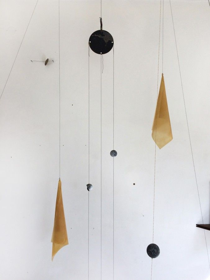 """De la muestra """"25 Esferas. 7 Líneas"""", de María Edwards, en galería Xavier Fiol, Madrid, 2017. Cortesía de la artista y de la galería"""