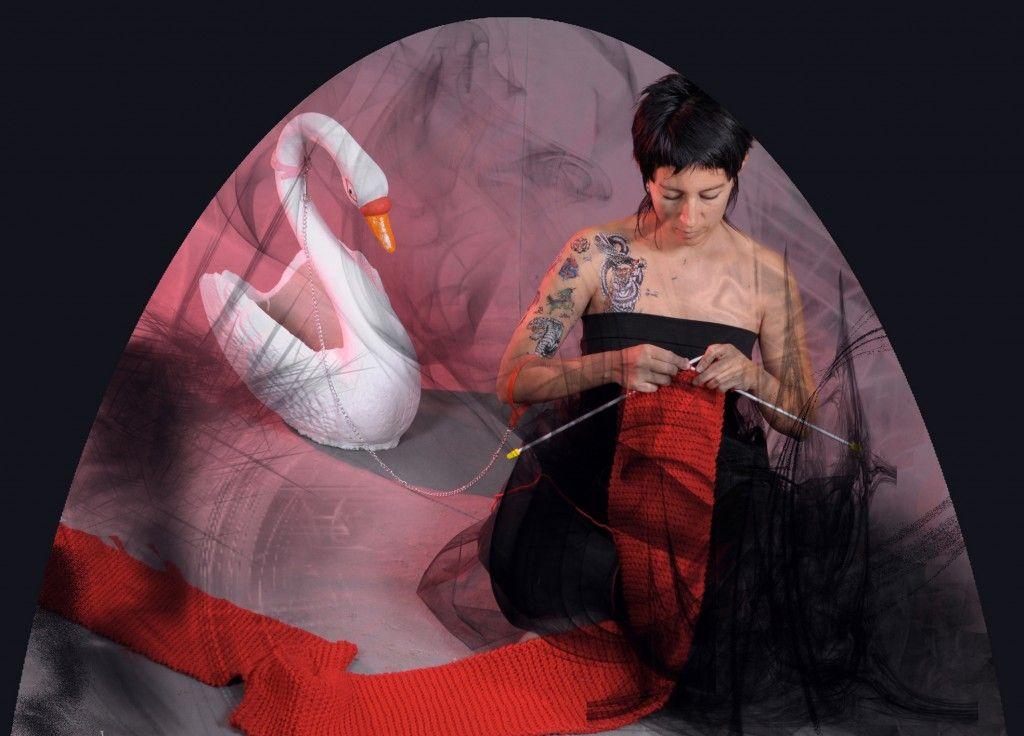 Alejandra Dorado, Por donde pasa el pliegue, 2011, video instalación (stop motion). Idea original: Alejandra Dorado. Conceptualización y fotos: Pedro Albornoz. Cortesía de la artista
