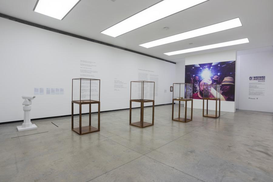 """Vista de la exhibición """"Inoculación"""", de Ai Weiwei, en Fundación PROA, Buenos Aires, 2017-2018. Cortesía: PROA"""