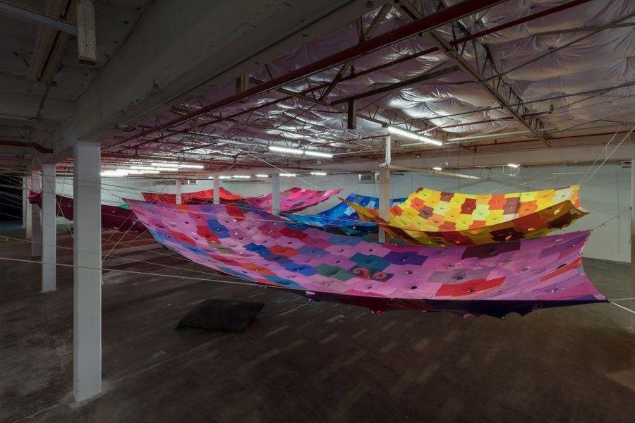 """Vista de la exposición """"Bara, Bara, Bara"""", de Pia Camil, en Dallas Contemporary, Texas, EEUU, 2017. Foto cortesía de Dallas Contemporary y la artista"""